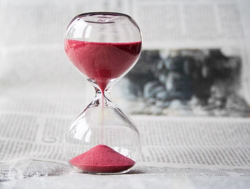 Glass hourglass