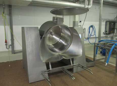 Used Rühle tumbler MKR 600 year 2001 with 8 stainless steel trolleys, 65cm by 65cm and 50cm deep (4 smooth and 4 perforated)